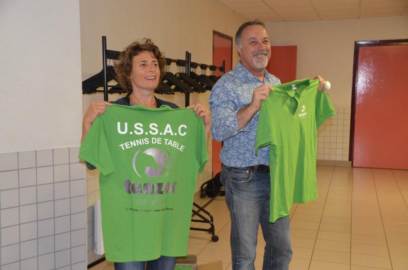 Florence Prunet, présidente de l'USSAC tennis de table (à gauche) et Jean-Luc Goascoz, nouveau sponsor du club