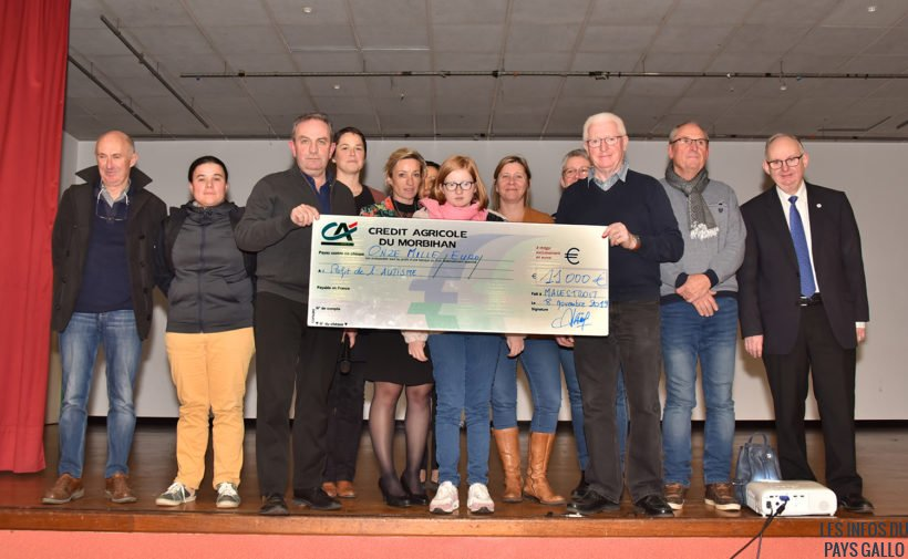 La remise du cheque aux associations